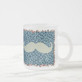 Rolig mustasch frostad glas mugg