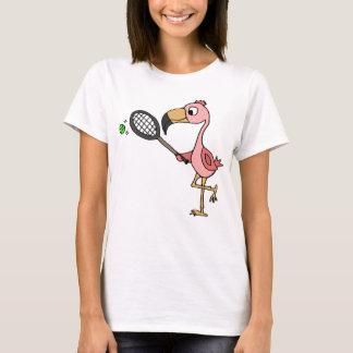 Rolig rosa Flamingo som leker tennis Tee Shirts