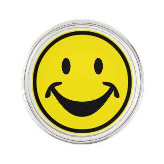 Rolig Smileygult + din backg. & idéer Kavajnål