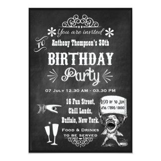 Rolig svart tavlafödelsedagsfest inbjudan för