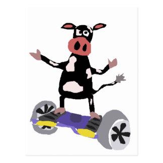 Rolig svartvit ko på Hoverboard Vykort