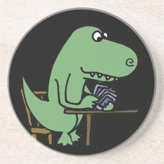 Rolig T-Rex Dinosaur som leker kort Underlägg Sandsten