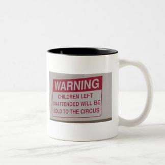 rolig-tecken-varning Två-Tonad mugg