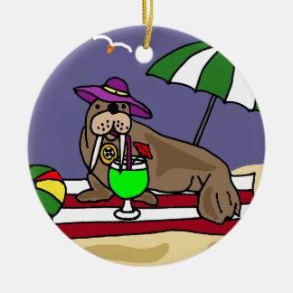 Rolig valross på strandkonsten julgransprydnad keramik
