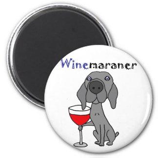 Rolig Weimaraner hund som dricker rött vin Magnet