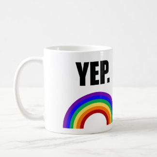 """Rolig """"yep"""" gay pridemugg vit mugg"""