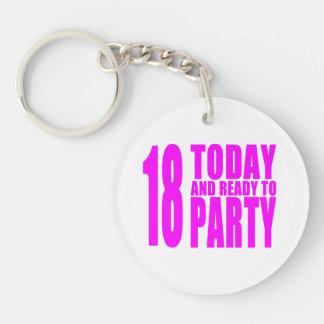 Roliga flickafödelsedagar 18 i dag och redo som