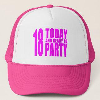 Roliga flickafödelsedagar 18 i dag och redo som keps