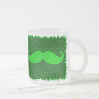 Roliga gröna mustascher kaffe mugg