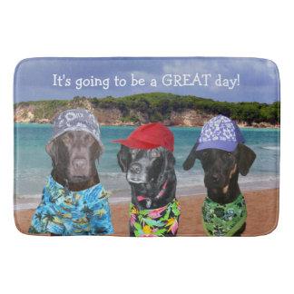 Roliga hundar på strandbadmattan badrumsmatta