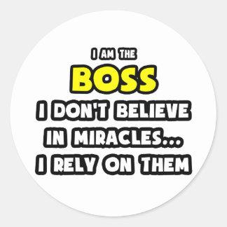 Roliga mirakel och chefer… runt klistermärke