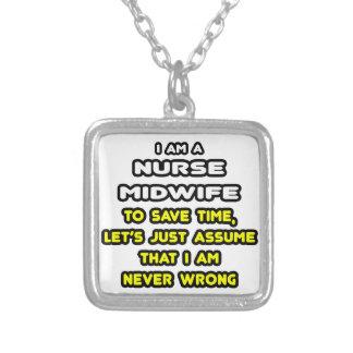 Roliga sjuksköterskabarnmorskaT-tröja och gåvor Personliga Halsband