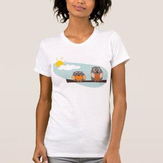 Roliga ugglor på dagRacerback för gren den soliga Tee Shirt