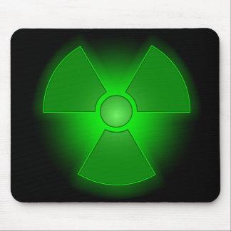Roligt grönt glödande radioactivitysymbol musmatta