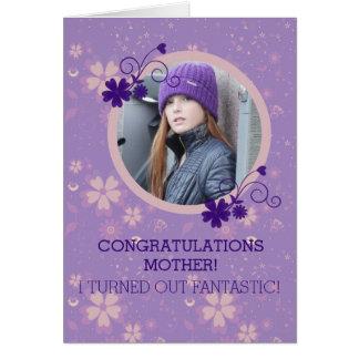 Roligt kort för hälsning för mors dagfotogåva
