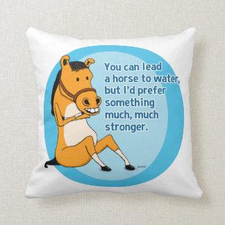 Roligt leda en häst till vatten kudde