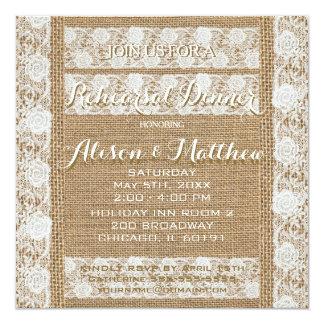 Romantisk burlap- & snörerepetition middaginbjudan fyrkantigt 13,3 cm inbjudningskort