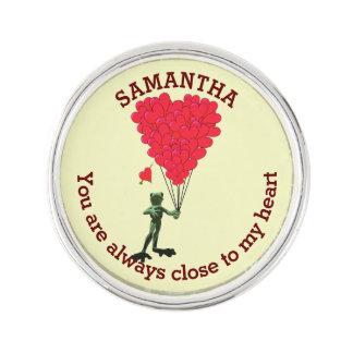 Romantisk gullig groda och röd hjärtapersonlig kavajnål
