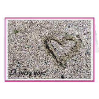Romantisk hjärta i Sandfoto med den selektiva Hälsningskort