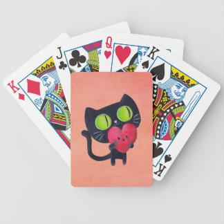 Romantisk katt som kramar röd gullig hjärta spelkort