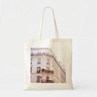 Romantisk Parisian byggnad, mjukt pastellfärgat Tygkasse