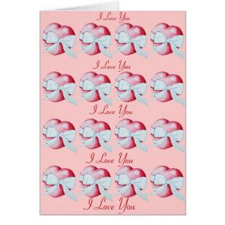 romantisk röd kärlekhjärta med vitpilbågen hälsningskort