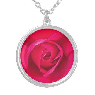Romantisk röd rosa ros v2 silverpläterat halsband