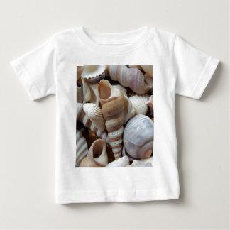 Romantisk tropisk exotisk snäckorstrandkärlek t-shirt