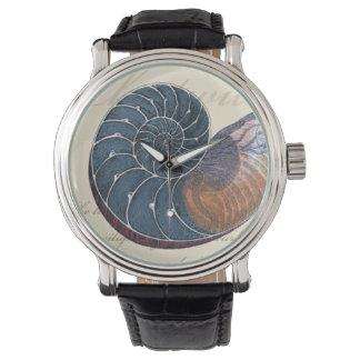 Romantiskt snäckskal armbandsur