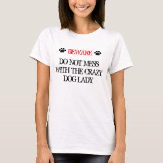 Röra inte med den galna hunddamen t shirts