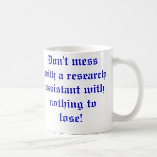 Röra inte med en forskningassistent… kaffemugg