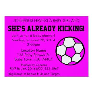 Rosa baby showerinbjudan för fotboll, anpassade 11,4 x 15,9 cm inbjudningskort