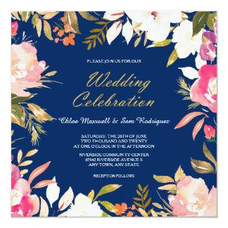 Rosa blom- gräns för korall på marinblått bröllop fyrkantigt 13,3 cm inbjudningskort