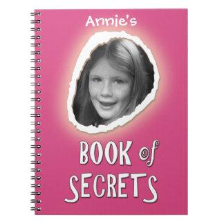 Rosa bok av hemligheter med det beställnings- anteckningsbok med spiral