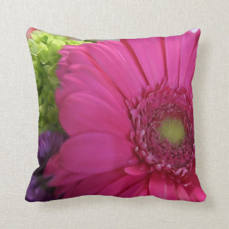 Rosa daisyblommadekorativ kudde