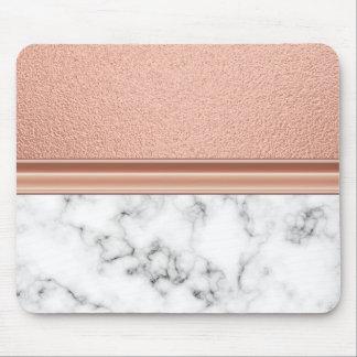 Rosa guld omkullkastar på marmor musmatta