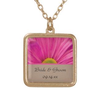 Rosa halsband för Gerber daisybröllop