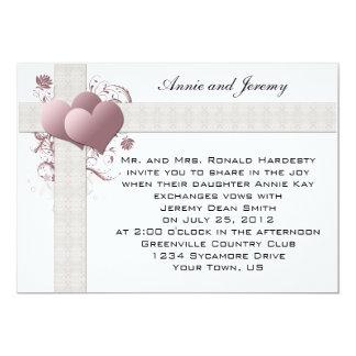 Rosa hjärtor virvlar runt bröllopinbjudan unika inbjudningar