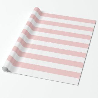 Rosa kvartar och stort randigt slående in papper presentpapper