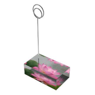 Rosa lotusblommablommar bordskorthållare