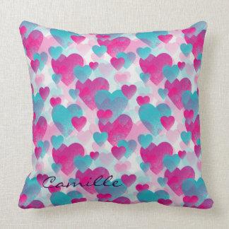 rosa- och blåttvaletineshjärtor med namn kudde