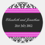 Rosa och svart damastast bröllopklistermärke rund klistermärke