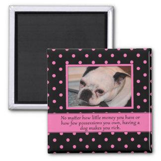 Rosa och svart hundcitationsteckenmagnet magnet