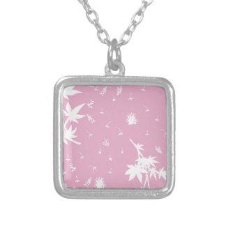Rosa- och vitväxter silverpläterat halsband