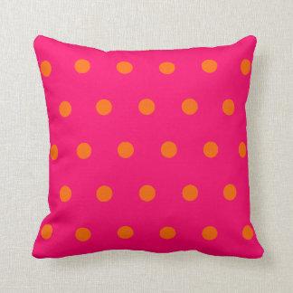 Rosa orange polka dots kudde