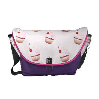 rosa purpurfärgad messenger bag för muffin