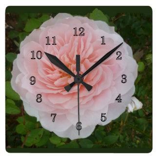 Rosa ros fyrkantig klocka