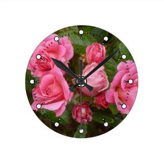 Rosa ros rund klocka