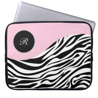 Rosa sleever för bärbar datorMonogramsebra Datorfodral