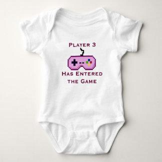 Rosa spelare 3 har skrivit in den modiga skjortan t shirts